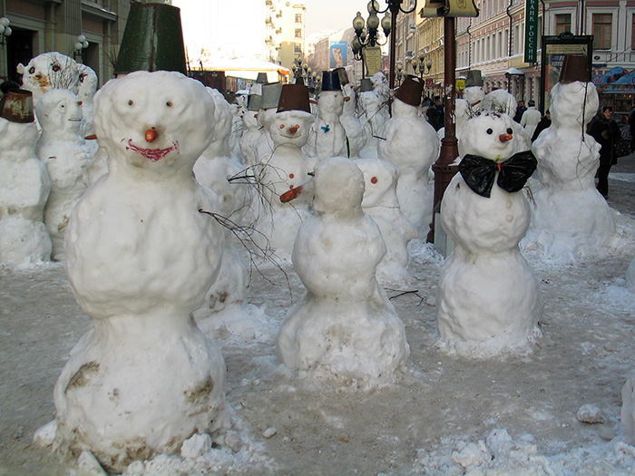 Пять - найдем морковь...  Снеговик. автор В. Степанов.  Раз - рука, два - рука - Лепим мы...