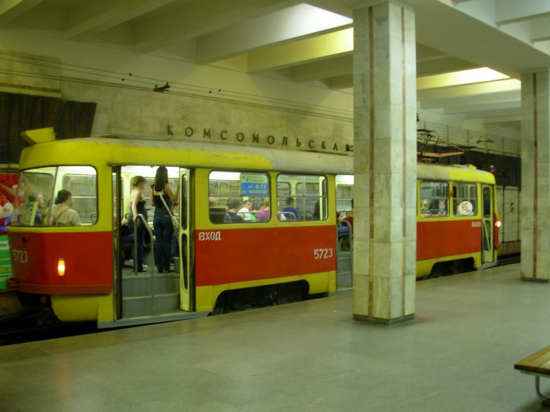 Экзотический вид транспорта - волгоградский метротрамвай.  Обычный трамвай, в который можно сесть на улице...