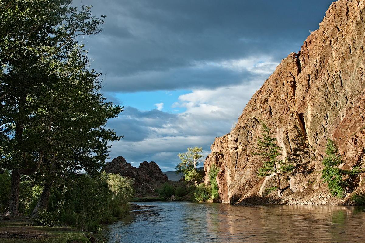 Утро у реки чуя