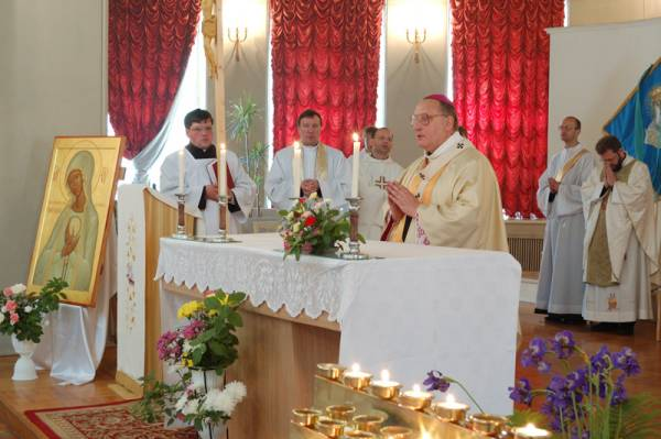 Освящение пасхальной пищи в католических храмах.