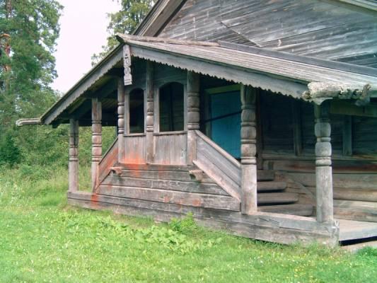 Крыльцо деревенского дома фото