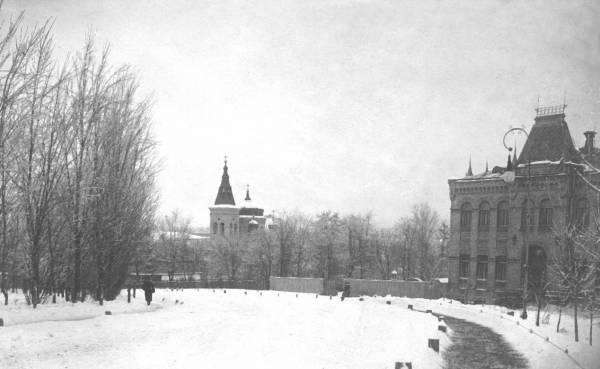 Вид на Церковь Марии Магдалины из Политехнического парка